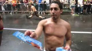 الشباب الشواذ المثليين بشوارع نيويورك