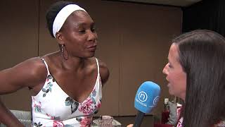 Jenni Carlson talks with Venus Williams at the Oklahoman's All-City Prep Awards