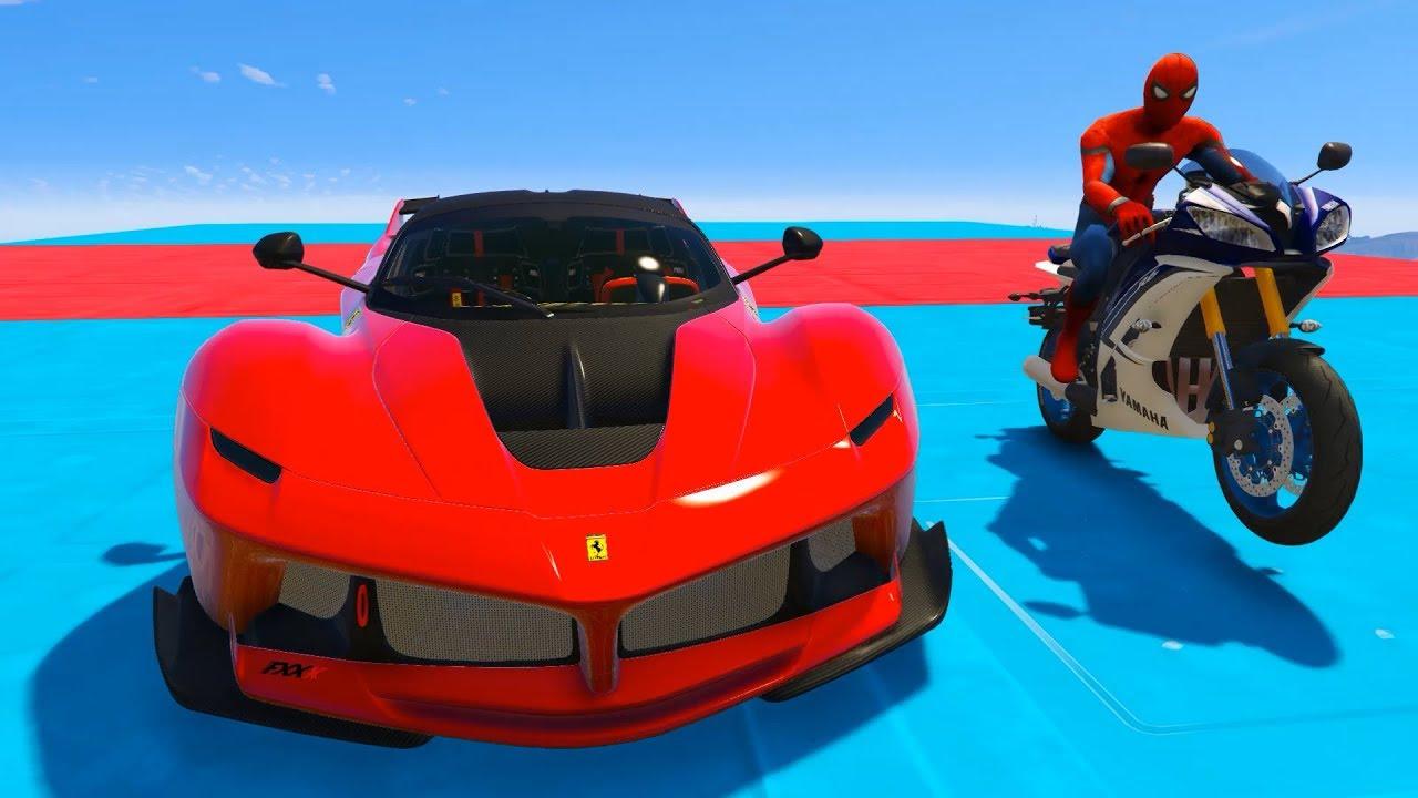 örümcek Adam Yarış Motorları Ve Yarış Arabaları Ile özel Uçma