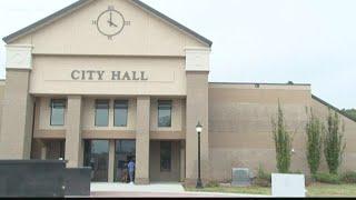 Warner Robins Mayor Randy Toms, Councilman Daron Lee battle over discrimination complaints