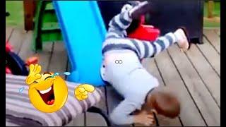 فيديو مضحك لطرائف اطفال التي لا تنتهي ❤ سقوط الاطفال عند اللعب 🤣