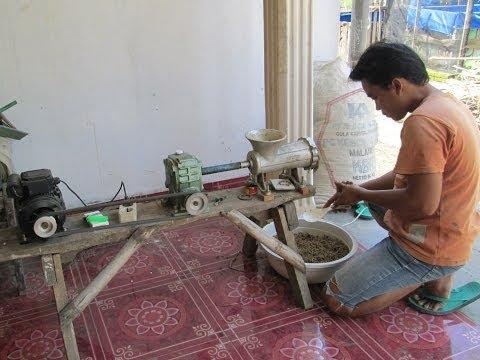 Pembuatan Pelet Ikan