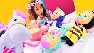 Oyuncak bebek - Cry Babies. Prenses Sofia'nın atı Minimus bebeklere bakıyor