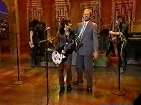 Joan Jett - Love Is All Around (Live Letterman)
