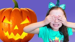 UT kids and HALLOWEEN Pumpkins Trick or Treat for Colorful Candy