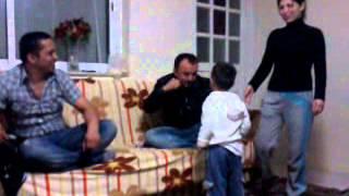 korkusuz çocuk amcasına kafa tutuyor