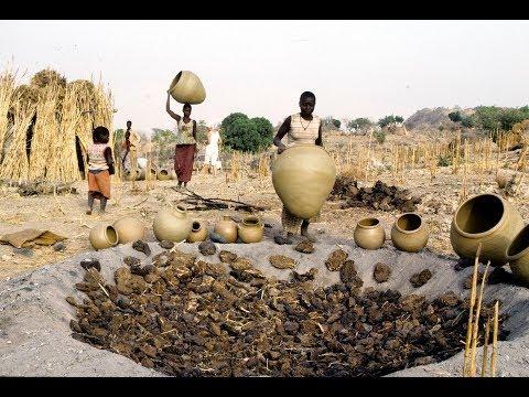 Demeures des esprits: pots et personnes dans le Nord du Cameroun (1990; 52 mins)