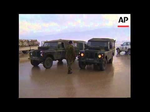 BOSNIA: SARAJEVO: UN HELICOPTER MAKES EMERGENCY LANDING