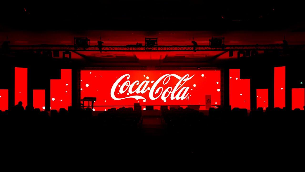 Coca cola conference minimalist immersive 360 stage for Stage 47 designhotel