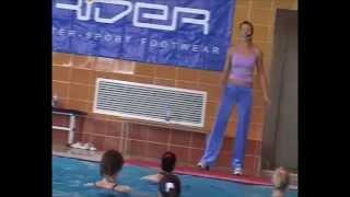 Аквааэробика для начинающих видео(Урок аквааэробики для начинающих инструкторов и тренеров, здесь можно познакомиться с новыми для себя..., 2015-06-13T11:15:53.000Z)