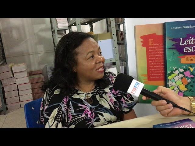 Entrevista com a professora e escritora Lauricéa