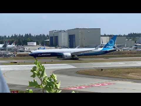Planespotting at Boeing's Everett Factory