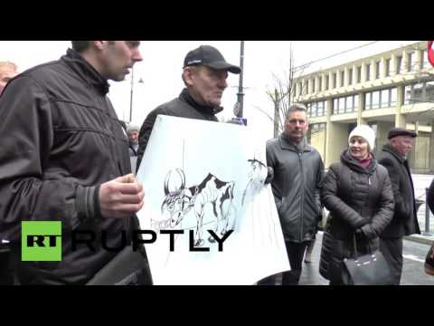 Lithuania: Hundreds of dairy farmers protest in Vilnius