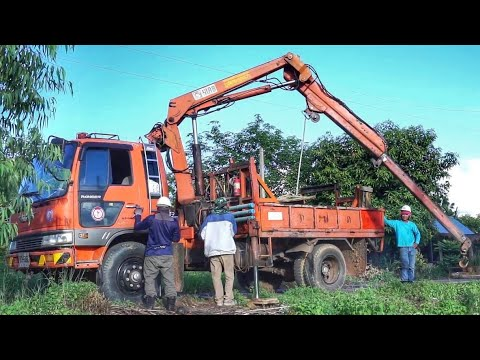 รถบรรทุก ติดเครน ของรถการไฟฟ้า งานติดตั้งเสาไฟฟ้าแรงต่ำ truck thailand