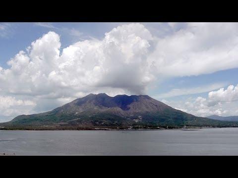 2012年8月18日 快_夏・白雲たなびく桜島(100倍速) 2012年8月18日 - YouTube
