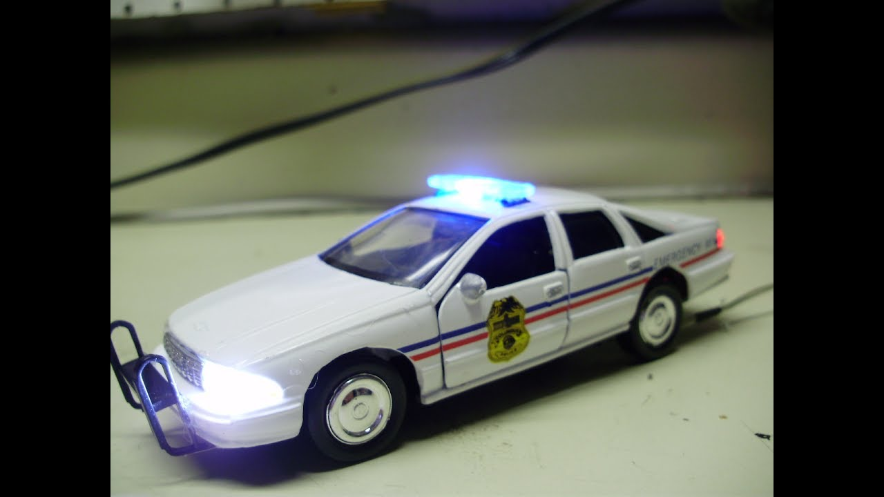 Custom 1:43 COLUMBUS Police Department Chevy Caprice diecast model with  working lights