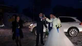 видео Свадебная прогулка молодых после регистрации в ЗАГСе.
