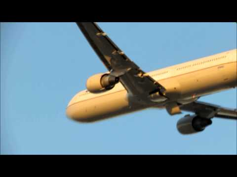HEAVY United Airlines Boeing 767-400ER Departure at Newark Liberty International Airport