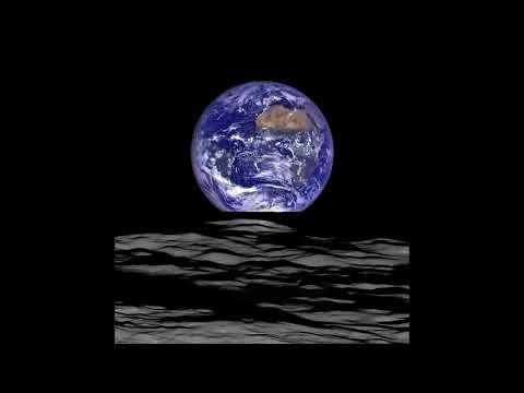 Оказывается Земля огромная при виде с Луны. Фото Земли над поверхностью Луны показало NASA.