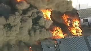 شاهد، حريق ضخم يضرب أحد معامل أستراليا يحتوي على 400 ألف ليتر من المواد السامة وقد يستمر لأيام
