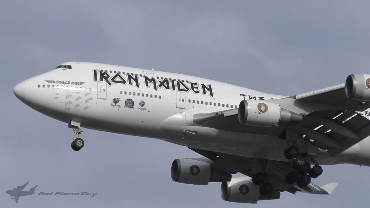 iron maiden 39 ed force one 39 boeing 747 428 landing at brisbane airport youtube. Black Bedroom Furniture Sets. Home Design Ideas
