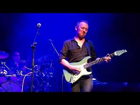 Gareth Moulton Cutting Crew Guitar Solo Intro.