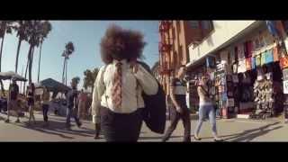 Смотреть клип Flight Facilities Ft. Reggie Watts - Sunshine