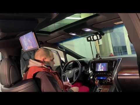 Toyota Alphard потолочный монитор и доп мультимедиа