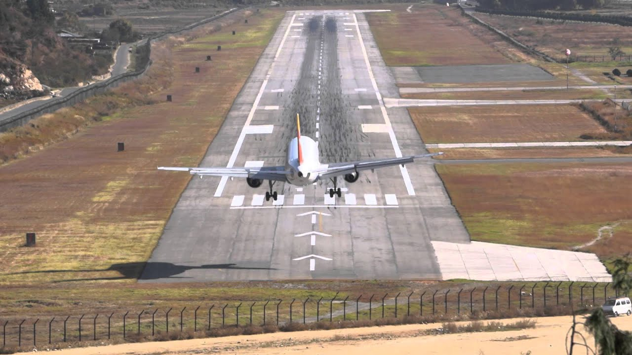 10 of the Most Dangerous Airports in the World