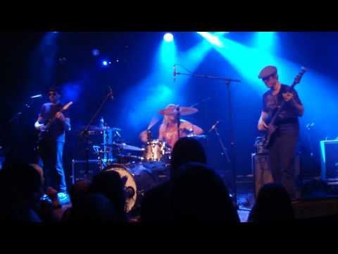 Taylor Hawkins & The Coattail Riders - Hole In My Shoe (Eindhoven, 4 June 2010)