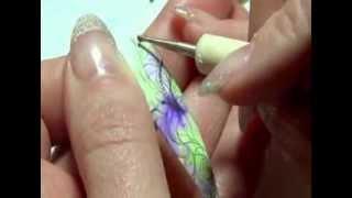 Обучение для глухих. Роспись ногтей, показывает Бутенко Наталия (сурдопереводчик).