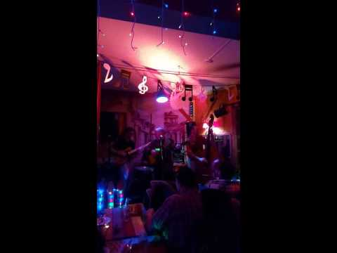 Nelson Carrera & The Scoundrels Live au Casamama