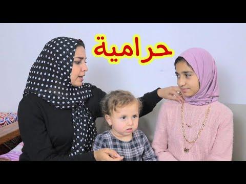 منقبة تسرق سلسلة ذهب من طفلة صغيرة !! الحمد لله