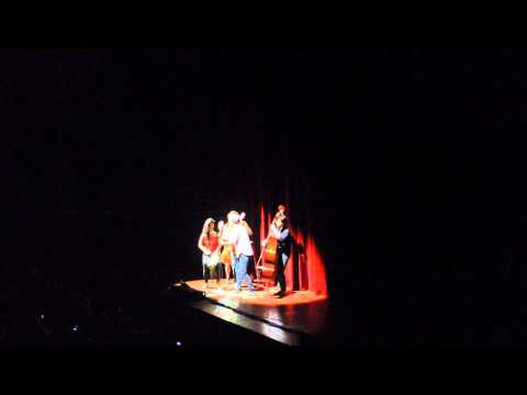 "Jason Mraz with Raining Jane performing ""Make it mine"" @ Carré theatre, Amsterdam - Acoustic"