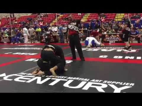 Travis Cole puts his opponent to sleep via bow and arrow choke