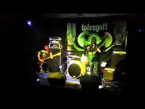 Totengott - 2016/01/29 - Live in Oviedo at Lata de Zinc