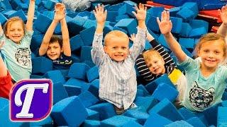 Празднуем День Рождения Максима в Спортивном Зале Гимнастики с Друзьями Детское Развлечение Веселье