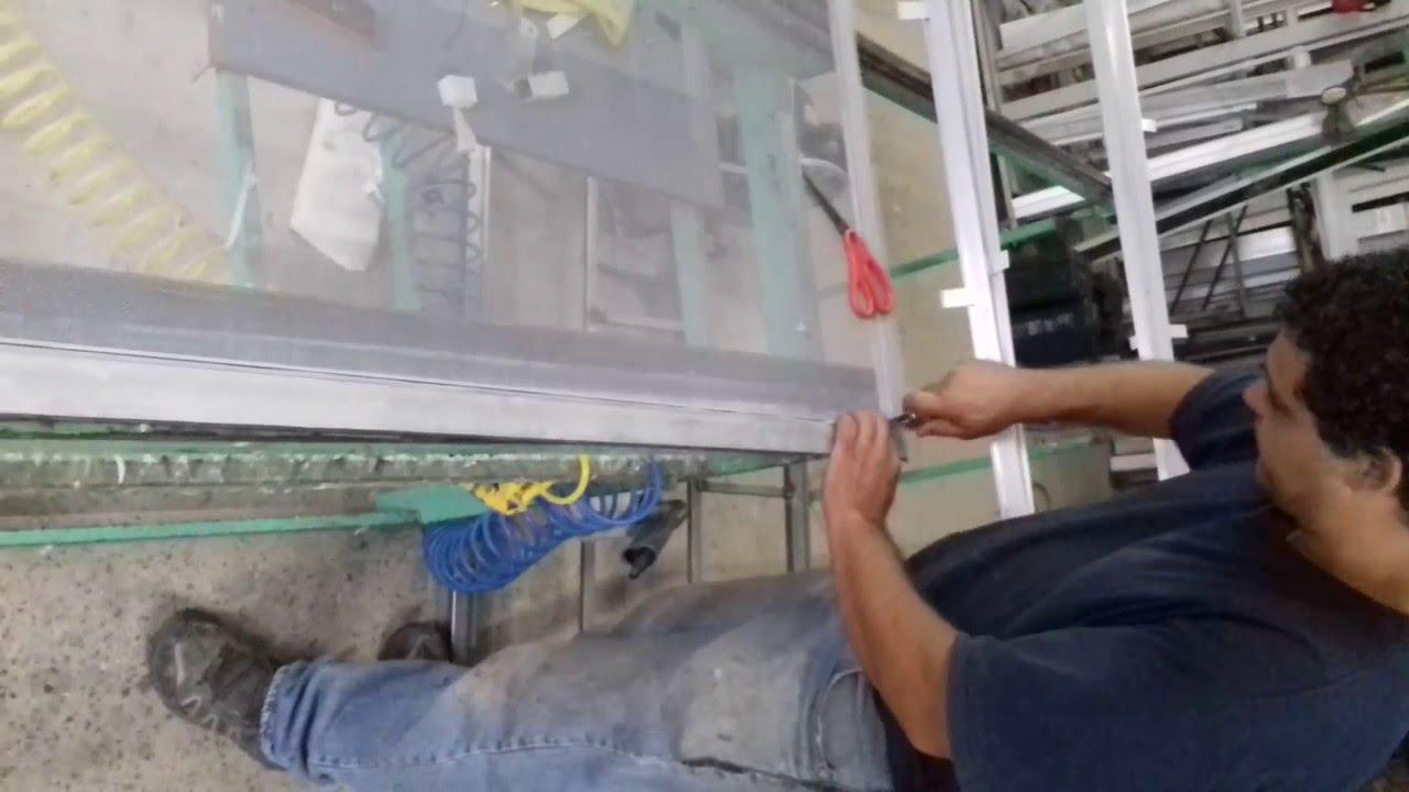 Colocar tela mosquitero de aluminio youtube for Mosquiteros de aluminio
