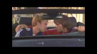 Поцелуй из фильма 'Где моя тачка, чувак'