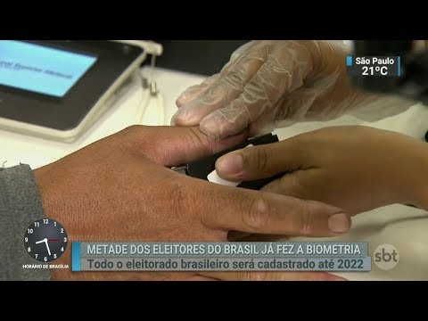 Metade do eleitorado brasileiro já fez o cadastramento biométrico | SBT Brasil (23/02/18)