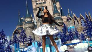 Video Ariana Grande-Focus On Me-Disney Parks-Unforgettable Christmas Celebration download MP3, 3GP, MP4, WEBM, AVI, FLV Oktober 2018