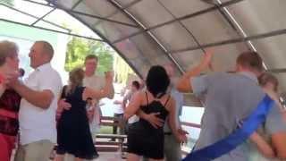 ТАНЕЦ Гости в танце на свадьбе