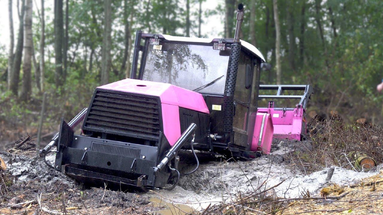 Спасение болотного трактора ВЗГМ-90. Гламурный трактор цвета фуксии попал в беду.
