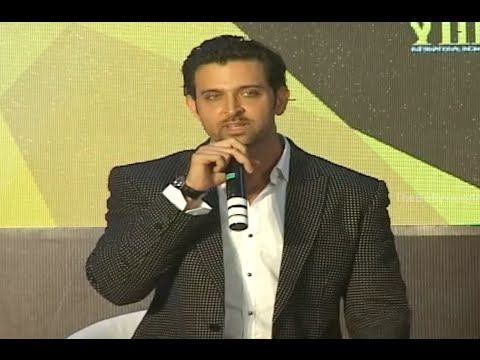 Hrithik Roshan Calls Anil Kapoor Uncle @ IIFA Weekend 2015 Announcement