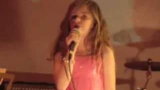 "Caroline Costa Singing Alicia Keys ""Fallin"""