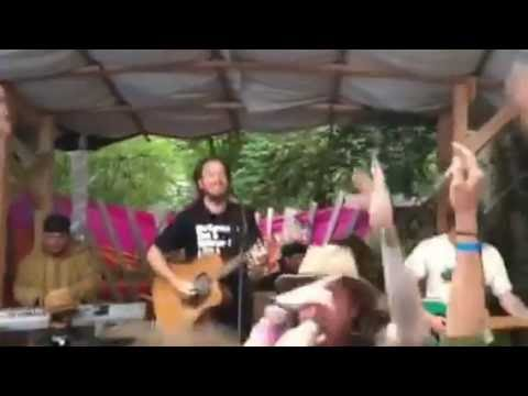 ALCYON MASSIVE & RECOGNITION singing Hilltop Hermit Song at the Oregon Country Fair