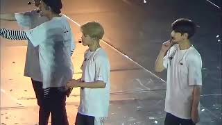 [FANCAM] BTS WINGS TOUR OSAKA JAPAN DOME 2017 HAPPY & EMOTIONAL ENDING VMIN HUG AND JUNGKOOK SMILE