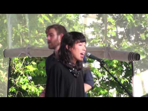 """""""Looking Glass"""" by Little Dragon [LIVE]"""
