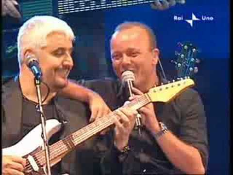 O scarrafone Pino Daniele Gigi D'Alessio live Napoli 2008