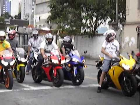 Honda CBR 1000RR Fireblade & Yamaha R6 Rear Lift and Burnout, Suzuki, 600RR Revs - Bikers 33